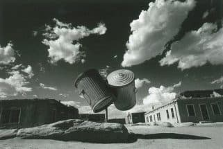 「眺めの彼方 1970 - 2002」「アメリカ・インディアン村の二つのゴミ缶」〈消滅した時間〉より
