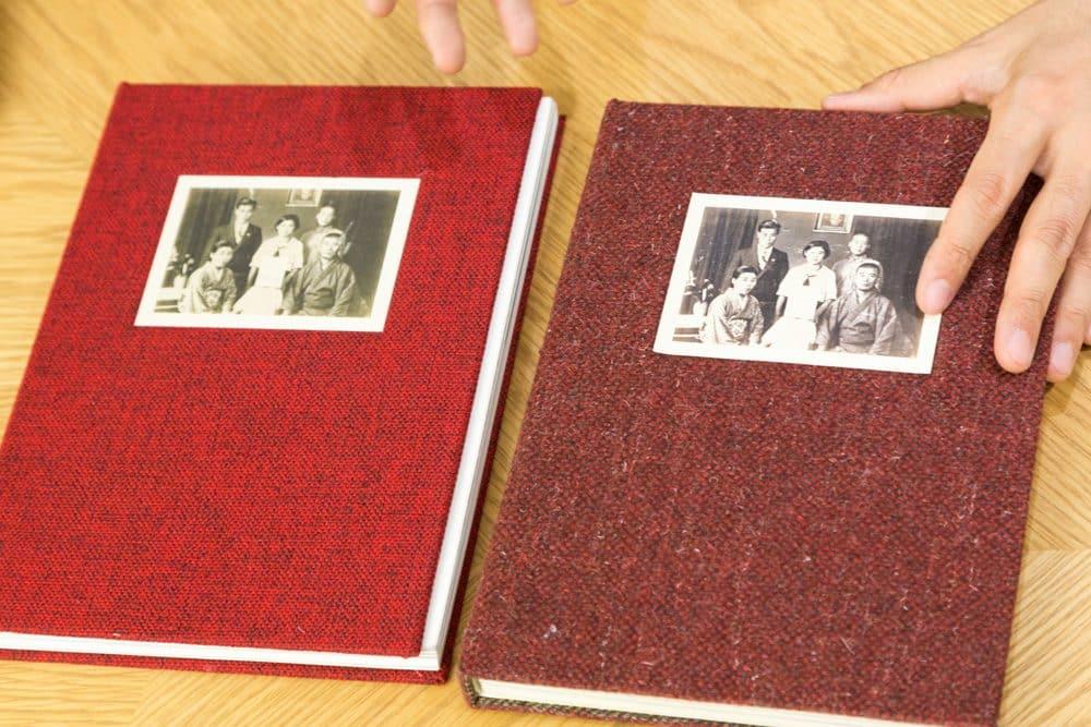 左がEditorial RMから出版された『Silent Histories』、右が手作りのファーストエディション。