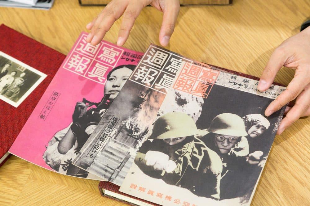 『Silent Histories』に挟み込まれている『写真週報』のレプリカ