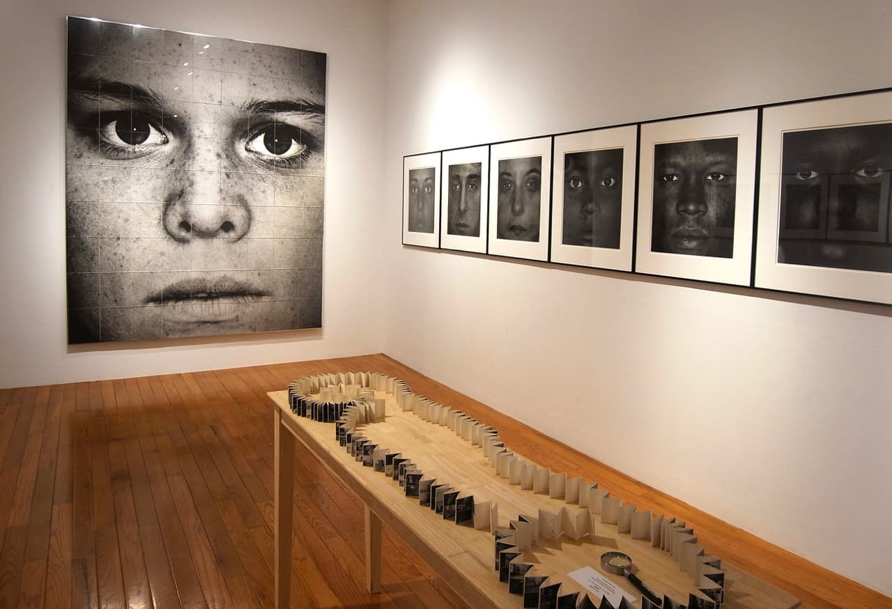 アメリカで斬新なポートレイト写真を追求してきた小原健の個展 | photo: Yuriko Yamaki
