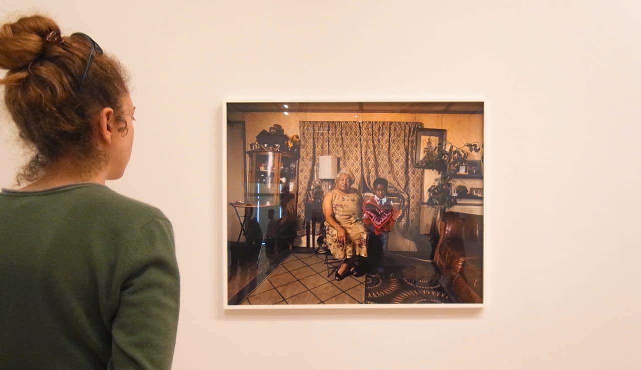 2017年のホイットニー・ビエンナーレが示した写真の意味とは? | ディアーナ・ローソンの展示風景