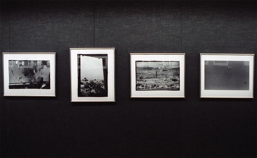 深瀬昌久写真展「烏、東京篇、1981」展示風景