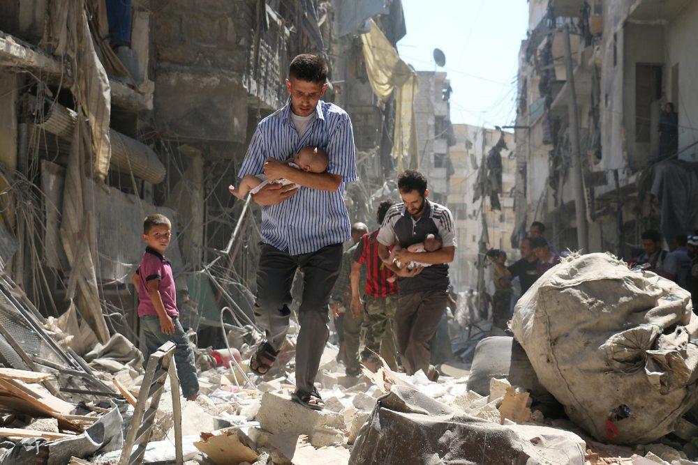 シリア・アレッポ 瓦礫からの救出現場