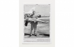 BROO MBERG & CHANARIN Divine Violence Genesis 2013 Ensemble de 57 cadres contenant 724 feuillets Epreuve à jet d'encre pour les éléments texte et image © Broomberg & Chanarin, Adagp 2018 © Centre Pompidou / Dist. RMN-GP