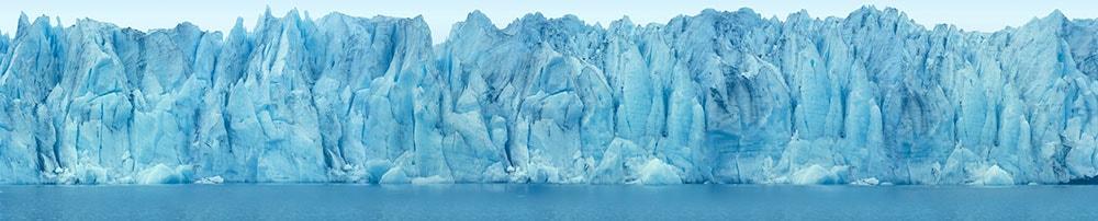 氷河に魅せられた写真家:石塚元太良が人工光で描く自然の彫刻物 | Middle of the Night