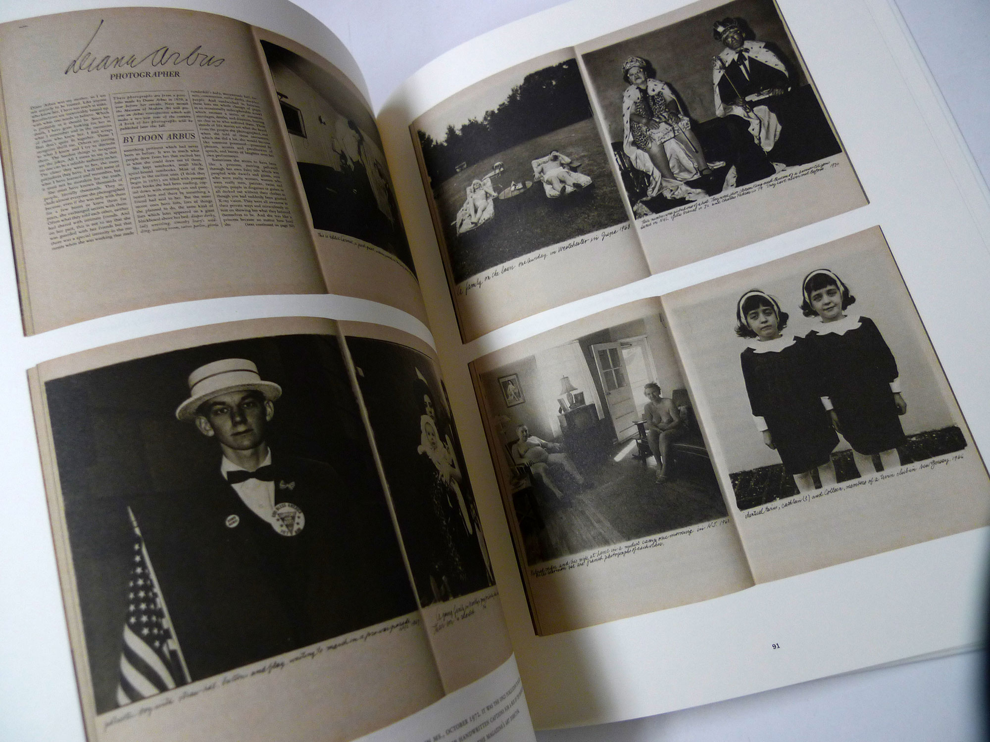 書店員がピックアップする4月のおすすめ写真集【Shelf編】 | ダイアン・アーバス『A Box of Ten Photographs』