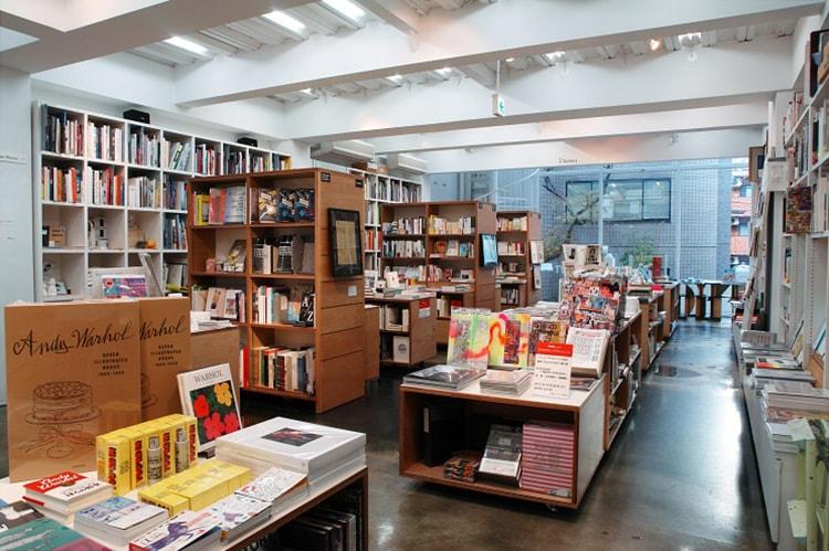 1階書店・店舗風景