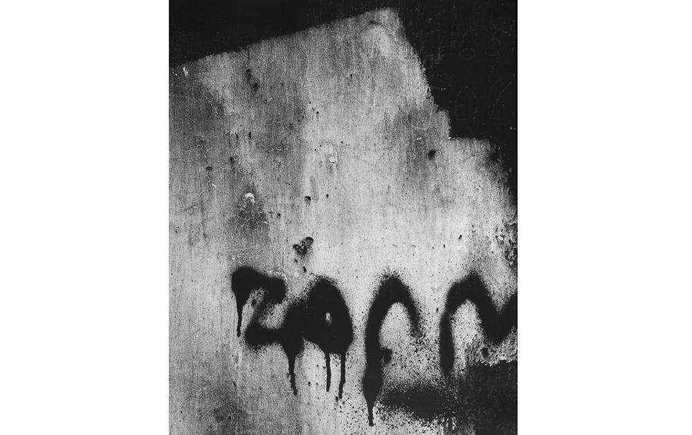 Aaron Siskind, 1960 © Aaron Siskind Foundation