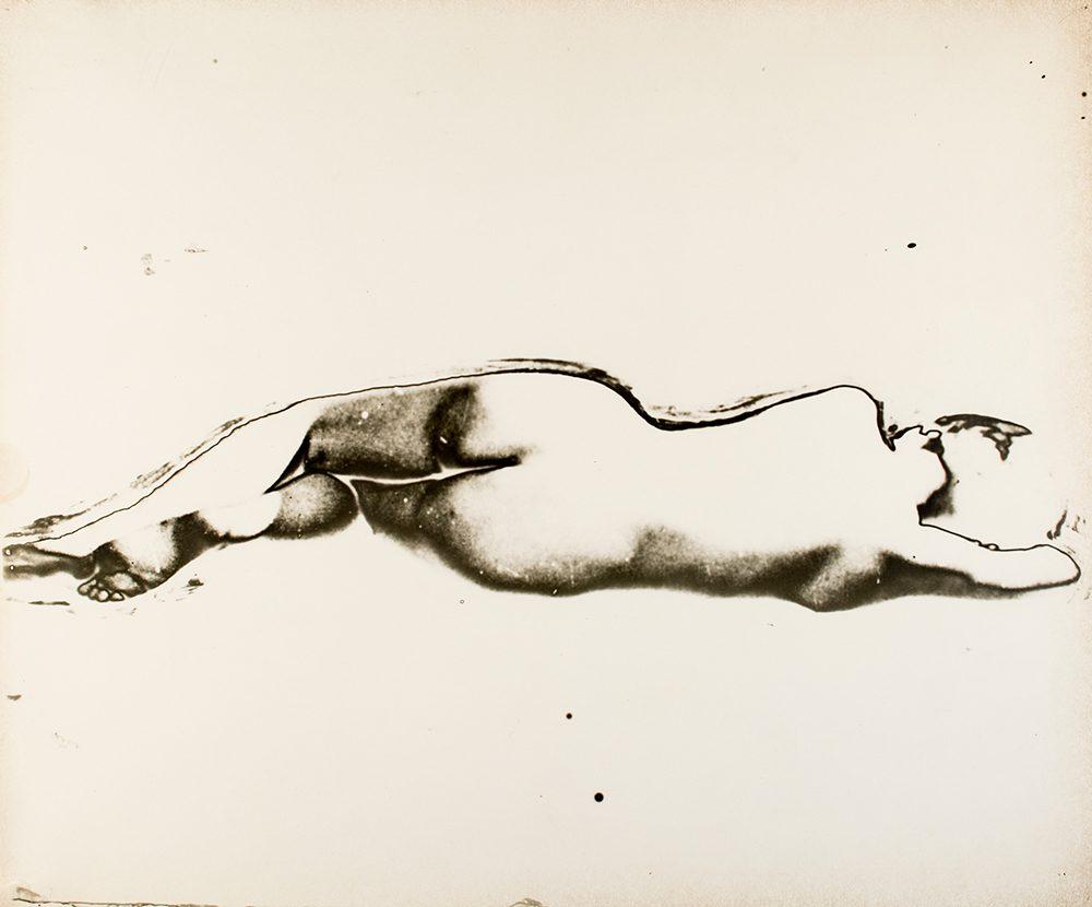 Osamu Shiihara, Title Unknown n.d.(1930s), gelatin silver print, 25.2×30.2cm © The Estate of Osamu Shiihara, courtesy of MEM, Tokyo