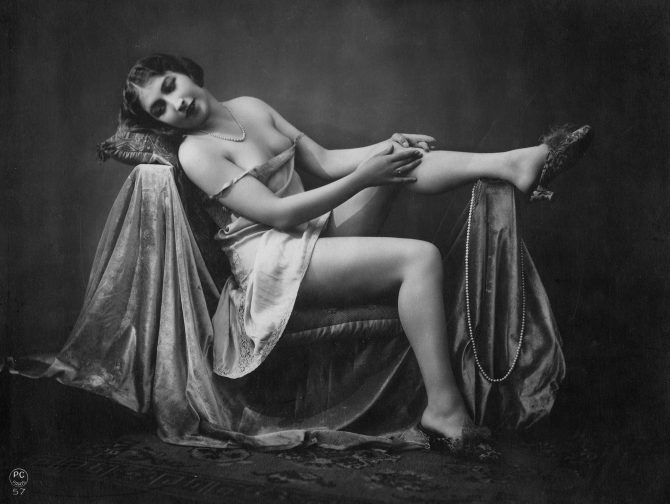 Legendary nude photos © Parisienne in good old days-B / M84