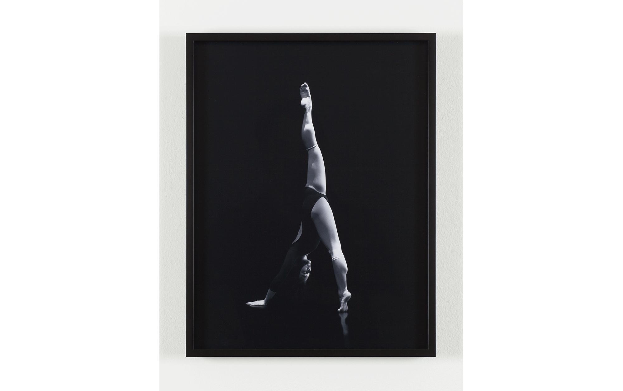 連載 シャーロット・コットンの「続・現代写真論」第1回  写真の彫刻的体験 | Sara VanDerBeek Baltimore Dancers One, 2012 digital C-print 40.6 x 31.1cm Courtesy The Approach, London