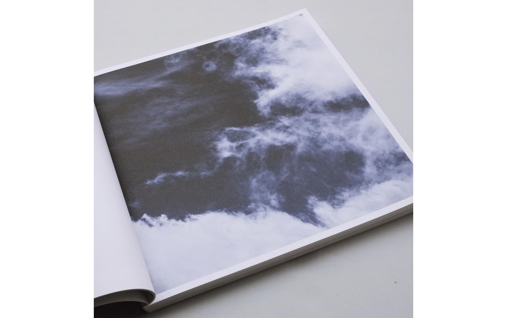 書店員がピックアップする2月のおすすめ写真集【POST編】 | ミッシェル・コント『Light』