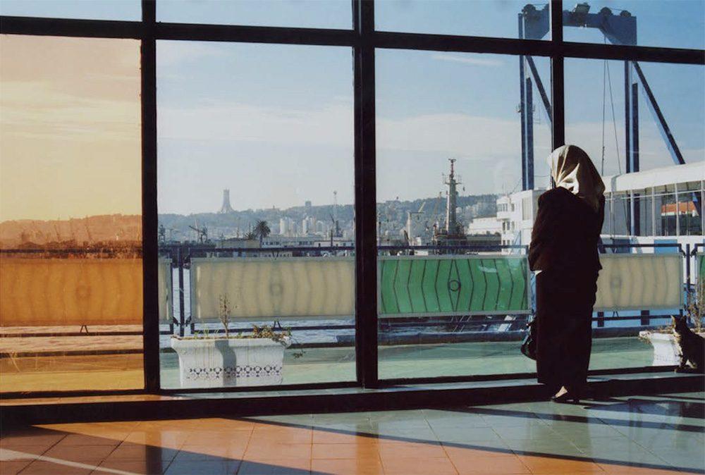 船を待つ、アルジェ港