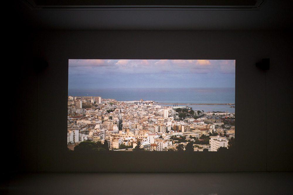 米田知子 Dialogue with... 2018, Single Channel video installation, 6 min.7sec copyright the artist, courtesy of ShugoArts