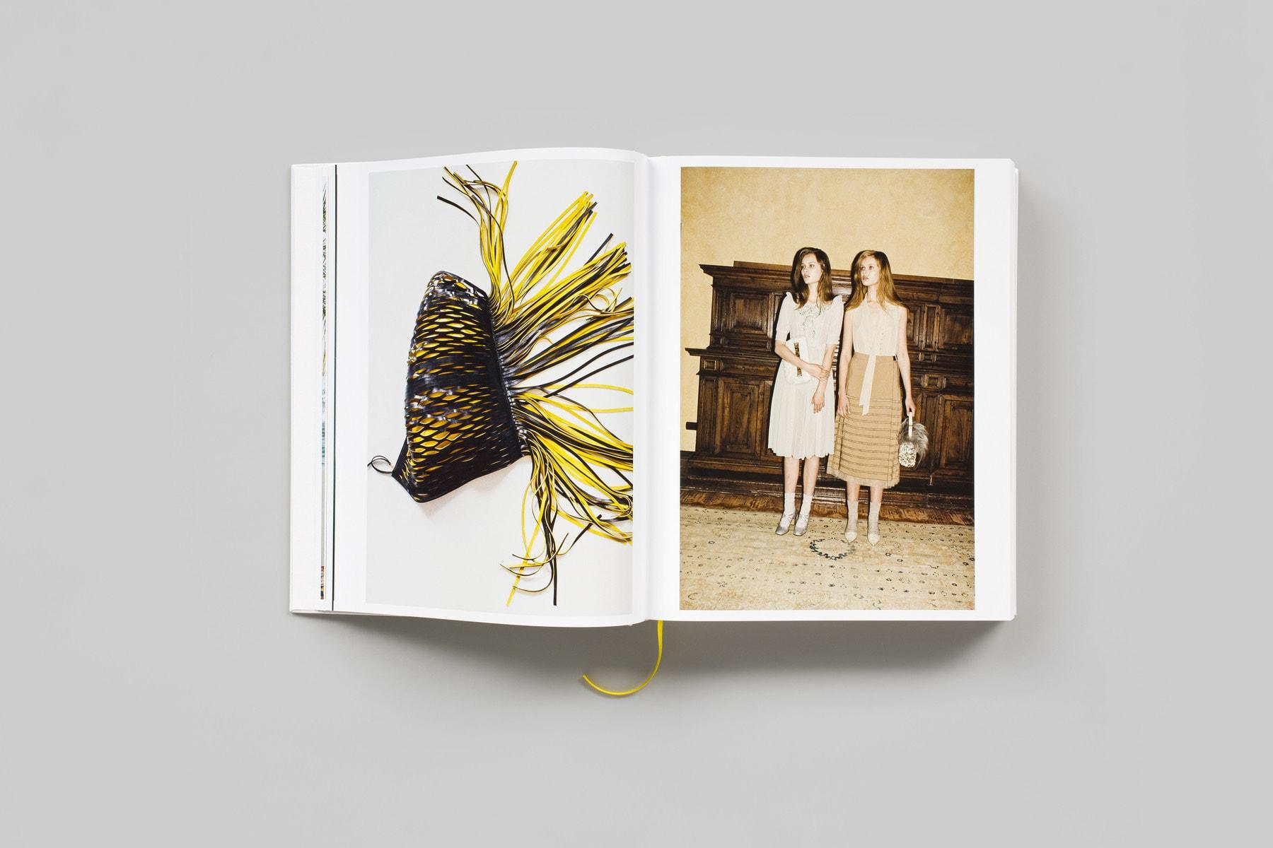 書店員がピックアップする6月のおすすめ写真集【Shelf編】 | ヨーガン・テラー『Handbags』