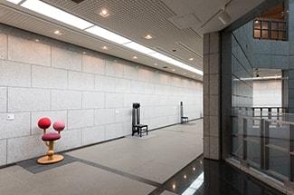 埼玉県立近代美術館 館内椅子コレクション