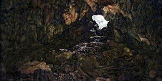 オサム ジェームズ 中川 《#1》〈GAMA CAVE〉より 2009 年 インクジェット・プリント 東京都写真美術館蔵