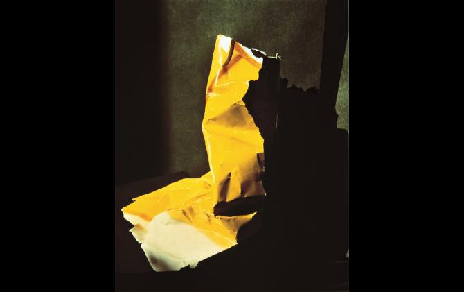 《What I Am Doing No.9》 1980/プリント1986   銀色素漂白方式印画   大阪中之島美術館蔵