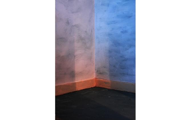 最初にアパートの壁を塗った写真