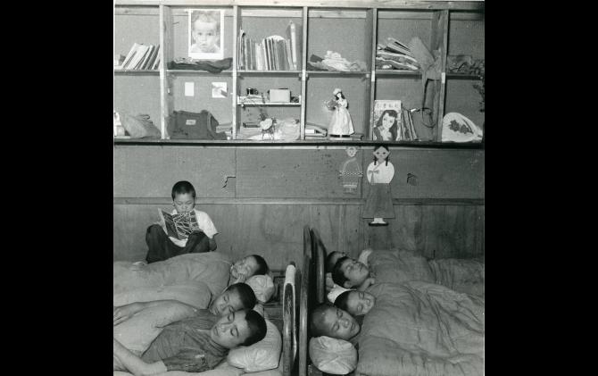 戦争孤児の保護施設 1950(昭和25)年 奥村泰宏氏撮影 提供:横浜都市発展記念館