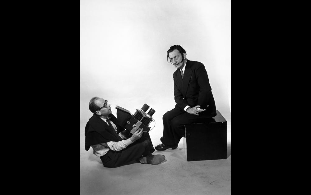 《インタビュー》 1954 The Interview Photo by Philippe Halsman © 2020 Philippe Halsman Archive / Magnum Photos. Image Rights of Salvador Dali reserved: Fundacio Gala-Salvador Dalí  Figueres, 2020