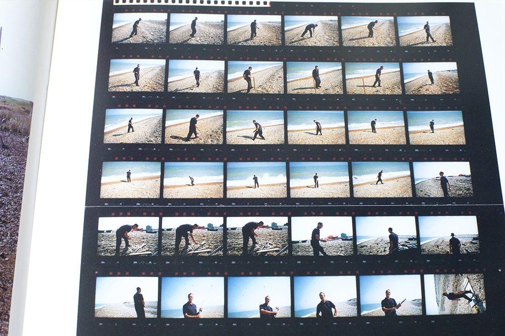 『STRAIGHT PHOTOGRAPHS KYOJI TAKAHASHI:1990-92』(1992年、私家版)に収められた、デレク・ジャーマンを撮影したコンタクトシート。