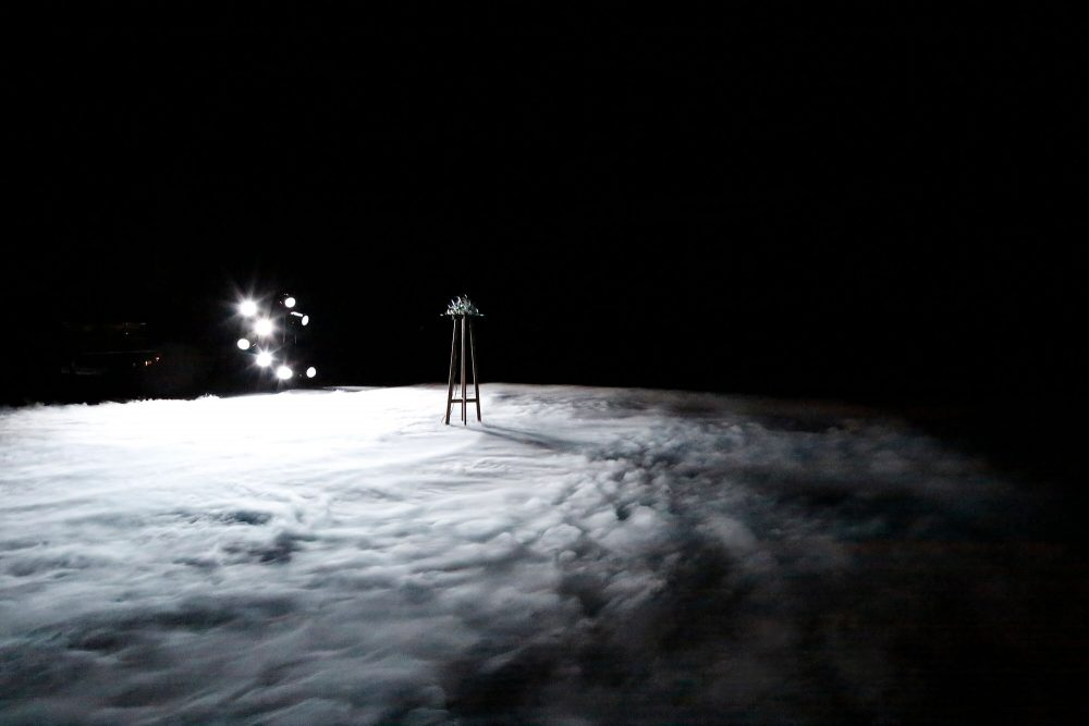 劇場作品『らせんの練習』2019年、ロームシアター京都 撮影:来田猛 Courtesy of Kyoto Experiment