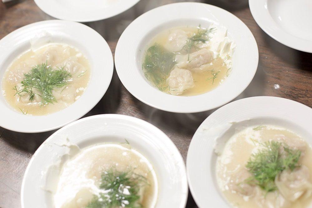 寒いから温まるようにと、急遽メニューに加わったロシアの水餃子ペリメニ。