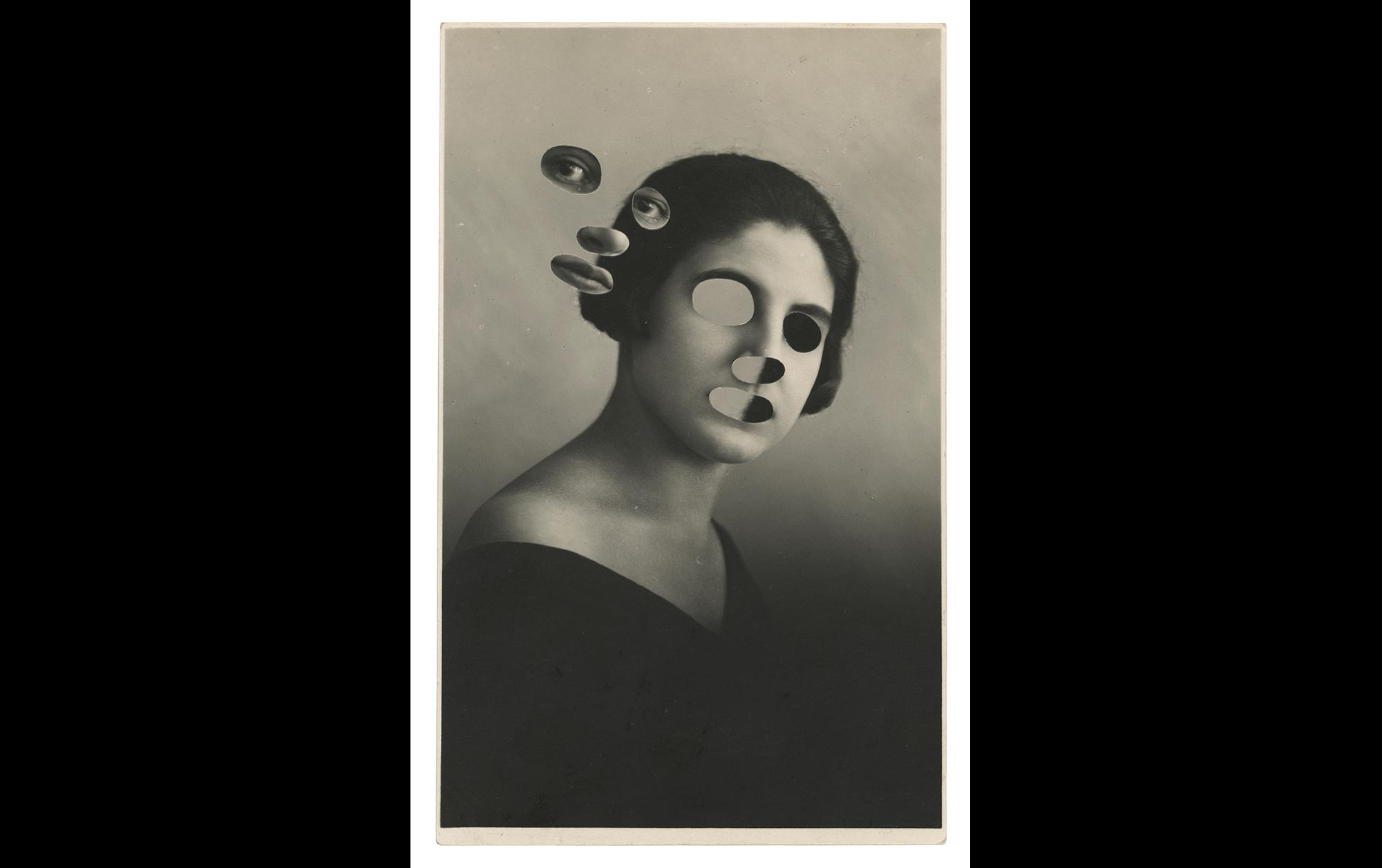 小池健輔「究極に自由なアイデアで、ファウンドフォトに錬金術をかける」 | Out of joint, 2019, switched vintage photo, 13.5 x 8.6 cm