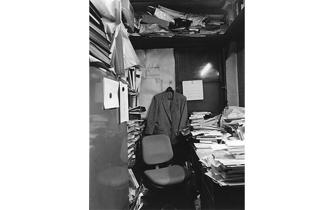 『みすず書房旧社屋』潮田登久子 (2016、幻戯書房) 1996年に解体されたみすず書房旧社屋を、取り壊し直前に訪れ、出版社の日常と、旧社屋にまつわる風景を収録。
