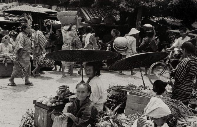 木村伊兵衛「那覇の市場」1935年 ゼラチンシルバープリント