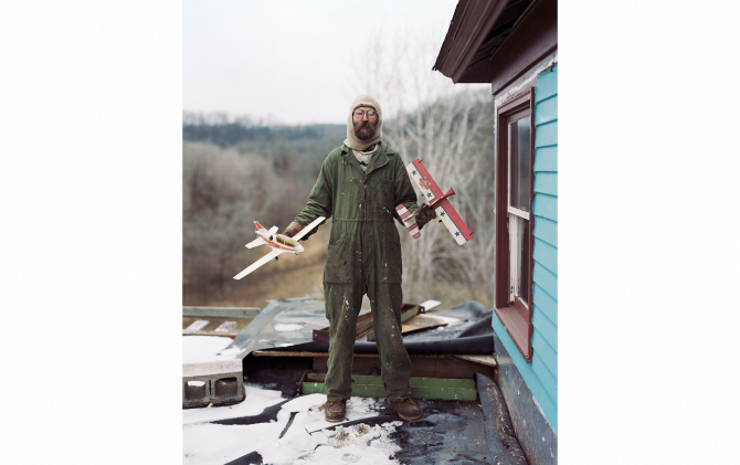 Charles, Vasa, Minnesota from Sleeping by the Mississippi, 2002 ©️ Alec Soth, courtesy Sean Kelly New York