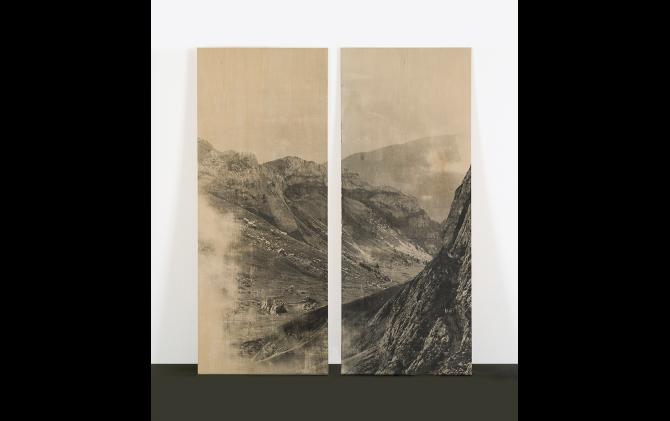 「山、ルツェルン、スイス」2007年、写真乳剤、板、 各 135 x 54 cm ©︎ Yurie Nagashima / MAHO KUBOTA GALLERY