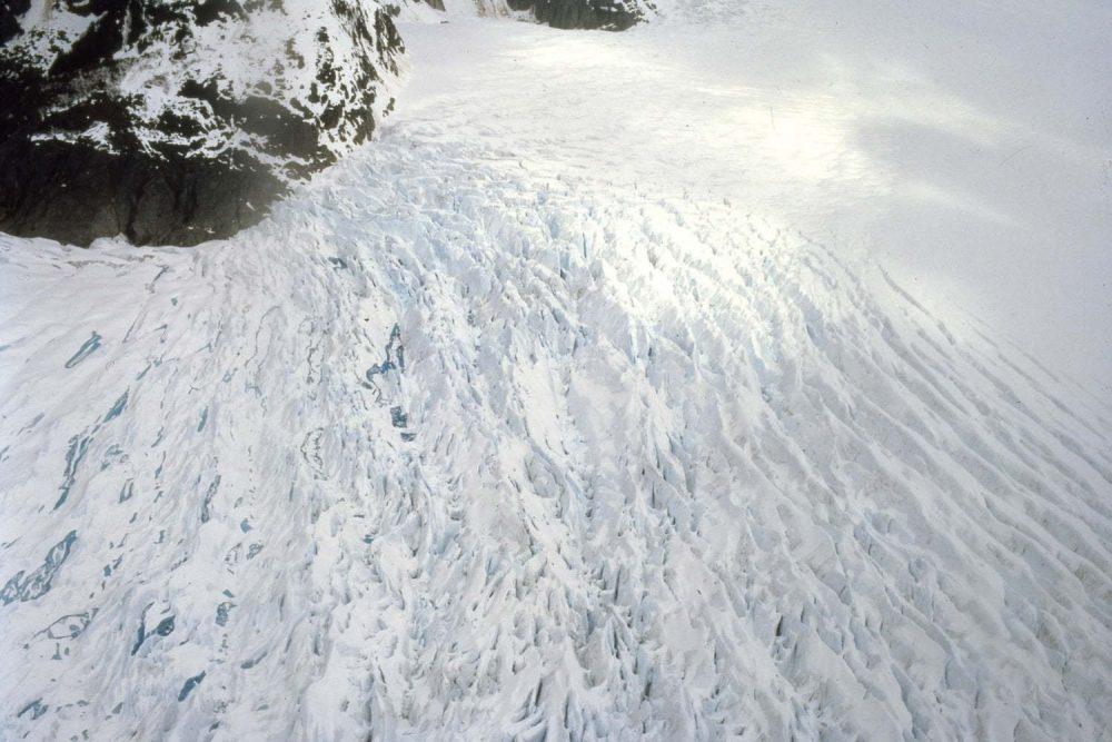 《ice forms VII》2008年《New Ocean:thaw 》、2001年の制作用スチル Courtesy of the artist © Doug Aitken