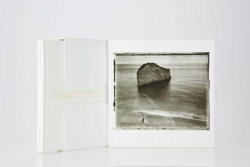 「D'un jour à l'autre巡りゆく日々」サラ ムーン展の図録