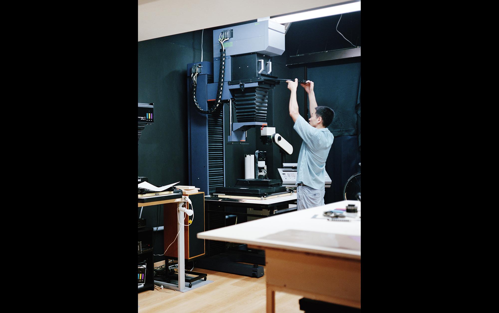 石塚元太良「アナログプリントのプロセスを知り尽くし、使いやすさを追求することで生まれる理想の暗室」 | 石塚元太良