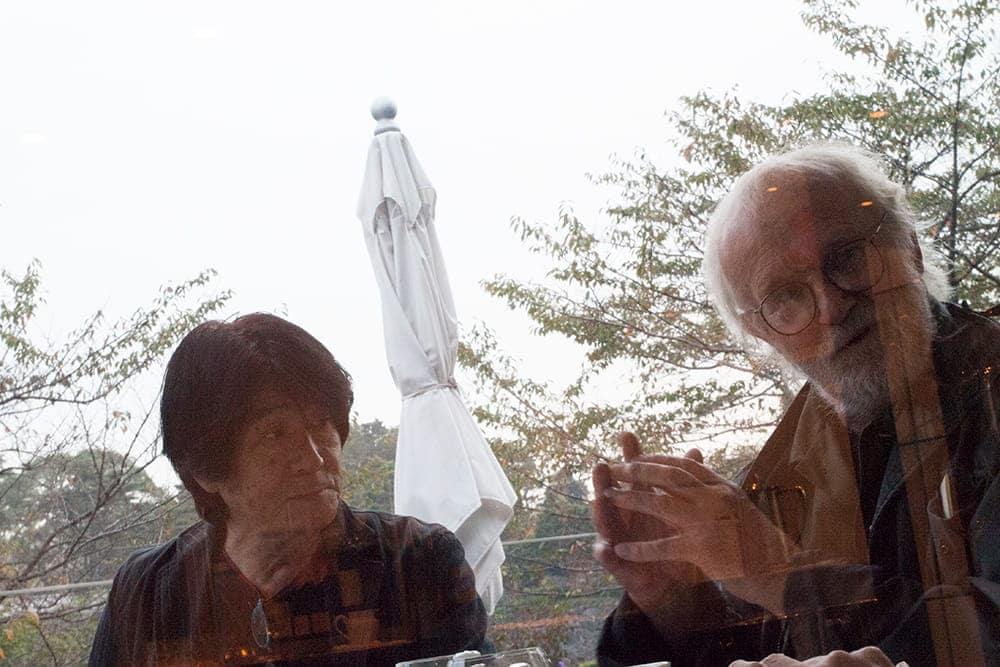 森山大道×ジョセフ・クーデルカ対談~同い年の2人はカメラを持った2匹の犬? | カメラを持った犬たちの邂逅