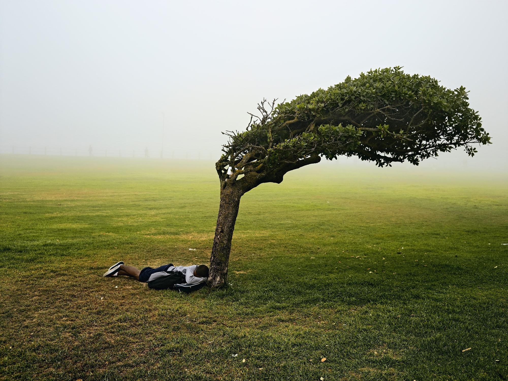 ピーター・ヒューゴの作品を通してSDGsってものを考えてみた | Green Point Common, Cape Town, 2013 (from the series KIN)