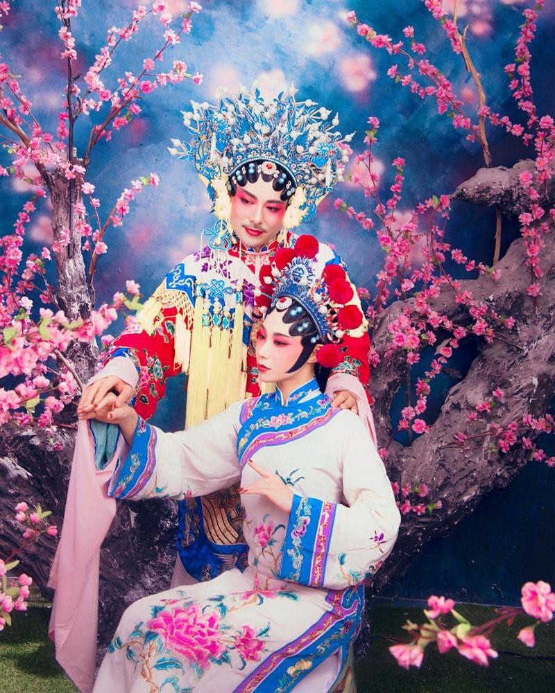 深圳の写真館で撮ったというポートレイト。