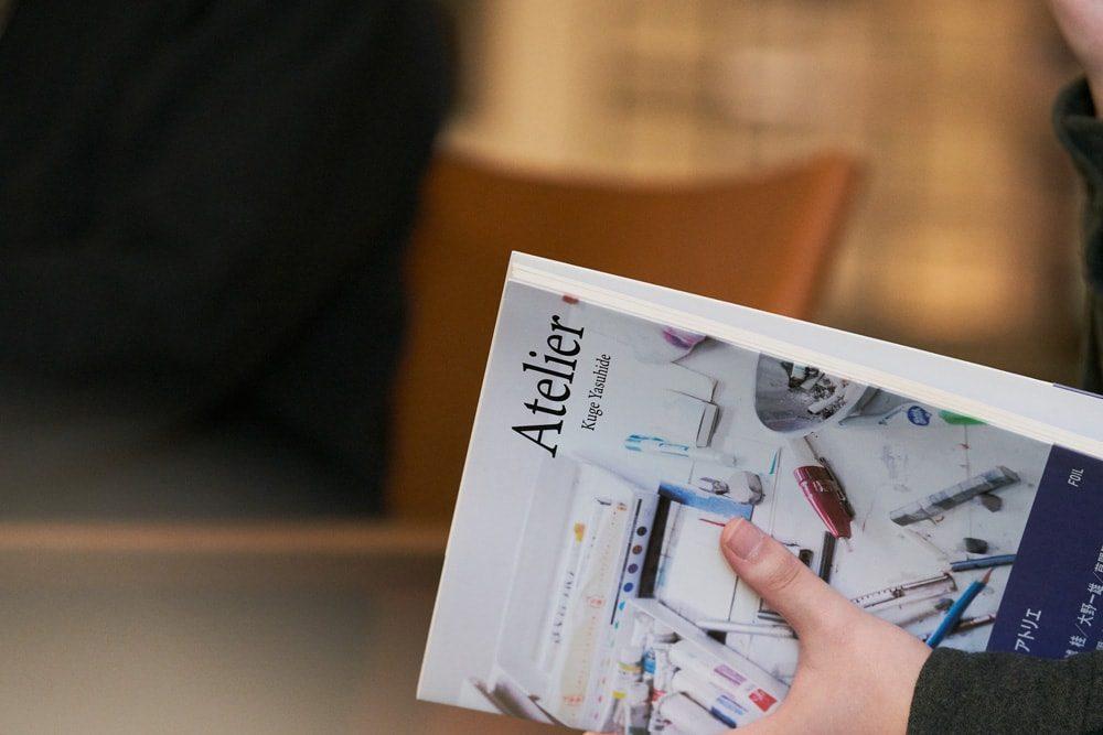 草間彌生、村上隆、宮島達男、舟越桂、大野一雄、会田誠らアーティストのアトリエを撮影した久家の代表作『Atelier』。