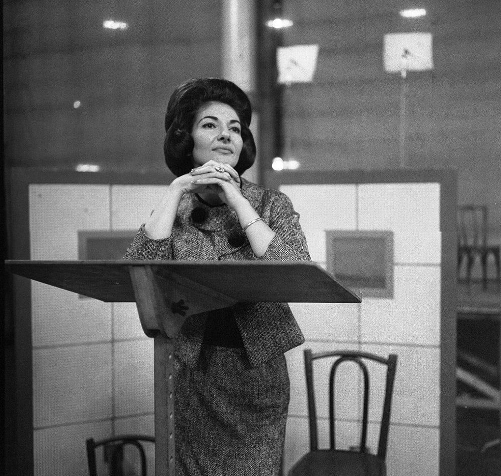 ロベール・ドアノー 《録音中のマリア・カラス、パテ・マルコーニ・レコードのスタジオにて》 1963年5月8日 ゼラチン・シルバー・プリント © Atelier Robert Doisneau/Contact