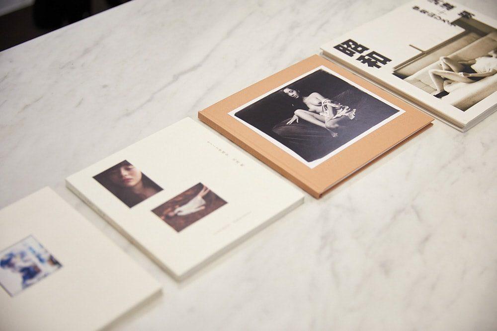 沢渡朔の女性作品集。左の2冊は『A girl at play』『モトーラ世理奈』