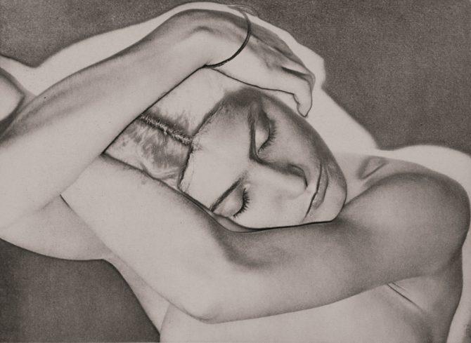 《眠る女(ソラリゼーション)》 1929年 ゼラチン・シルバー・プリント(後刷) 個人蔵 / Photo Marc Domage, Courtesy Association Internationale Man Ray, Paris / © MAN RAY 2015 TRUST / ADAGP, Paris & JASPAR, Tokyo, 2021 G2374