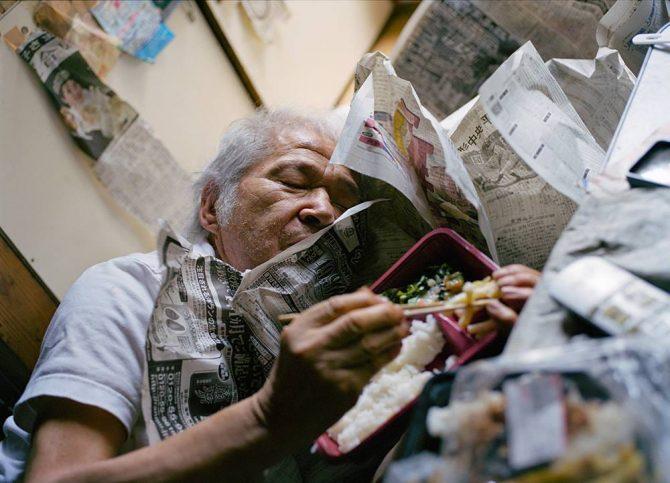 「ぼくは独り暮らしの老人の家に弁当を運ぶ」