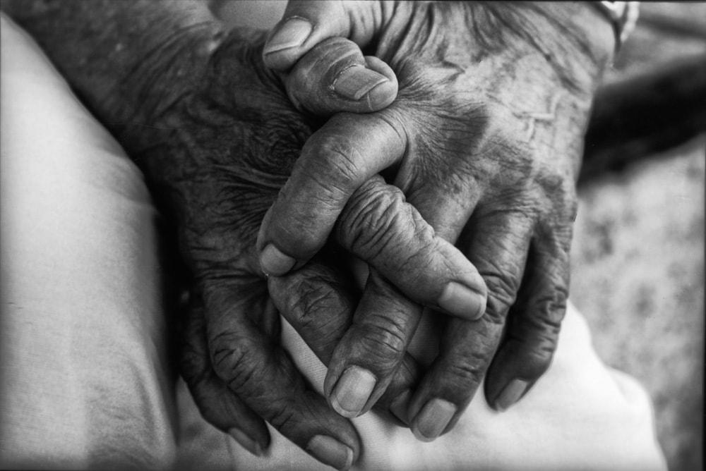 2015年、沖縄県糸満市。軍人、軍属だけの補償だけではなく民間人の戦争被害の救済と国の謝罪を求めた沖縄戦国賠訴訟・原稿団長の野里千恵子さん。