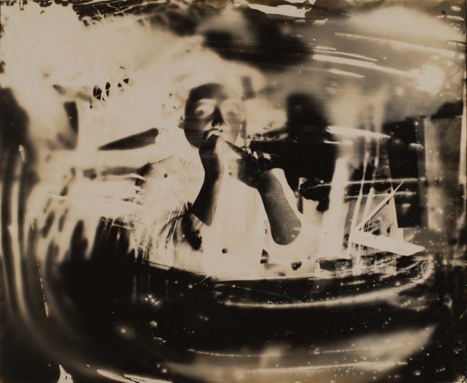 ⼤⻄茂《点滅の相》ゼラチン・シルバー・プリント、年不詳(1950 年代)、44.2×53.8cm © Shigeru Onishi, courtesy of MEM