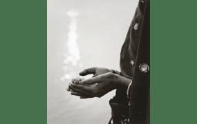 井津建郎《インド 永遠の光 — アラハバッド40#4》