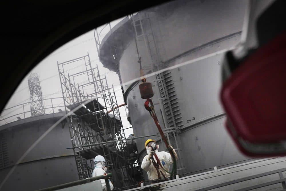 『Reset Beyond Fukushima』より原発敷地内の様子。