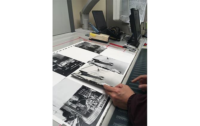 山田写真製版所の富山工場での印刷立ち会いの様子