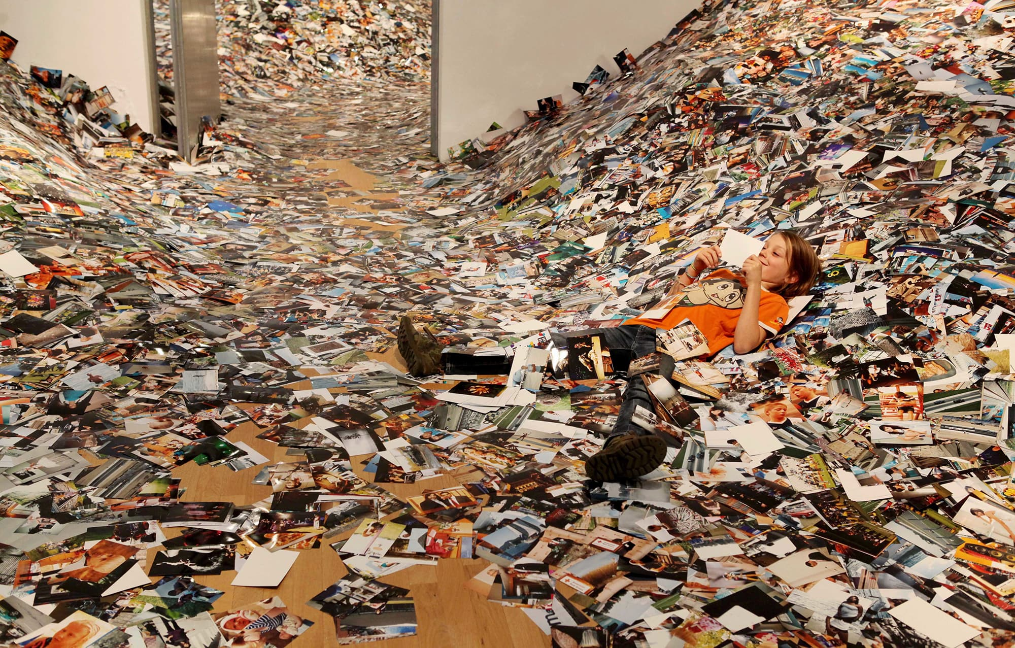 Erik Kessels: 24hrs Of Photos © Erik Kessels